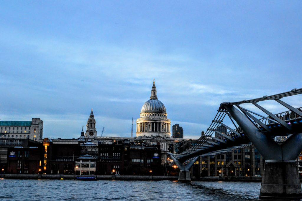 Londra St Paul's Chatedral dal Bridge giorno